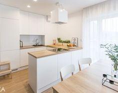 Realizacja projektu wnętrza mieszkania w Krakowie - Kuchnia, styl nowoczesny - zdjęcie od TIKA Scandinavian Interior Design, Kitchen Interior, Declutter, Room Inspiration, Sweet Home, Shelves, Wood, Table, House