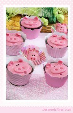 Hoy quiero proponeros una decoración en fondant  para unos Cupcakes  divertidos para los más pequeños de la casa.   Como podréis ver son ...