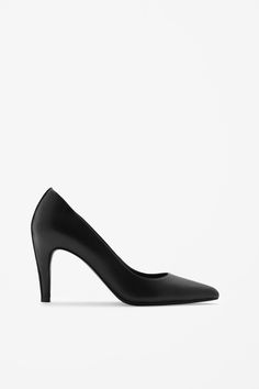 These pointed leather shoes are a high-heeled style with a top-stitch detail along the back. A classic shape, they have a smooth leather sole and padded leather insoles.