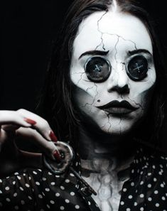 Are you looking for inspiration for your Halloween make-up? Browse around this site for creepy Halloween makeup looks. Creepy Halloween Costumes, Halloween Makeup Looks, Halloween Cosplay, Creepy Doll Costume, Clown Costume Women, Horror Costume, Halloween Inspo, Gothic Halloween, Halloween Halloween