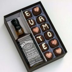 """Box with 12 Brigadiers """"Te amo"""" and Jack Daniels - Gourmet Order Christmas Gifts For Girlfriend, Birthday Gifts For Boyfriend, Boyfriend Gifts, Love Gifts, Gifts For Him, Diy Gifts, Birthday Cupcakes, Diy Birthday, Cadeau Couple"""