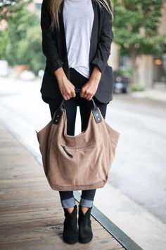 Relaxed and casual the new Natalie effortlessly balances fashion and function. with leather handles, this lightweight tote has plenty of room for essentials making it the perfect bag for the gym or weekend escapes. Ellington Handbags, Unique Bags, Hobo Handbags, Vintage Bags, Leather Handle, Purses And Bags, Fashion Accessories, Shoulder Bag, Tote Bag