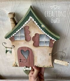 Country Wood Crafts, Wooden Crafts, Clay Crafts, Small Wooden Projects, Wooden Cutouts, Pintura Country, Decoupage Vintage, Country Paintings, Glitter Houses