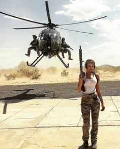 Go go go☠️✨ . . . . . #xgirls_gunsx #girlsandguns #helicopter #army #military #war #desert #airsoft #airsofting #tactical…