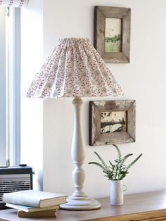 Make a fabric lampshade cover Crochet Lampshade, Fabric Lampshade, Lampshades, Home Crafts, Easy Crafts, Craft Projects, Sewing Projects, Creative Lamps, Creative Inspiration