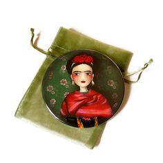 Frida Kahlo  espejo del bolsillo por TheNebulousKingdom en Etsy, $9.50