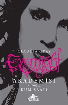 Kum Saati - Claudia Gray ePub PDF e-Kitap indir   Claudia Gray - Kum Saati ePub eBook Download PDF e-Kitap indir Claudia Gray - Kum Saati PDF ePub eKitap indirÖlüm ve sonsuz yaşam arasındaki ince çizgide yürüyen Bianca hayata tutanabilecek mi? Bianca ve Lucas tanıştıkları vampir okulu Evernight Akademisi'nden kaçıp Siyah Haç adlı fanatik vampir avcıları topluluğuna sığınmıştır. Bianca avcıların arasında hayatta kalmak için doğaüstü kökenini gizlemek zorundadır ama Siyah Haç genç kızın…