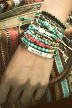 I love this look, I really need to start wearing bracelets again.