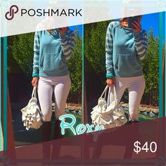 👗Roxy👗 Foxy Roxy chic pullover with pockets, fun fall colors, perfect bonfire flare sweet with jeans and boots all around casual piece👗. Brand new tags! Roxy Sweaters