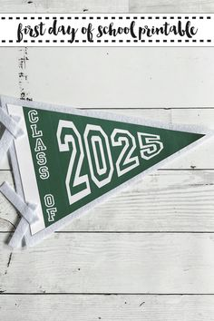 Have your little scholar hold a vintage style pennant Class of... sign on their first and last days of school! #ClassOf #FirstDayPrintables #GraduationPrintables EverydayPartyMagazineShop