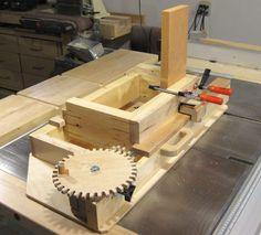 Screw advance box joint jig from woodgears.ca