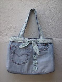 Home Stuff & More . Diy Jeans, Denim Bags From Jeans, Denim Tote Bags, Denim Purse, Blue Jean Purses, Patchwork Jeans, Denim Ideas, Denim Crafts, Boho Bags