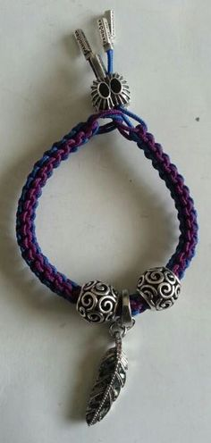 PANDORA. Scoobie, using Purple and Blue Coloured Cords (Lariat). Nice....