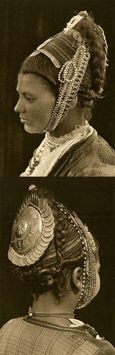 Kokoshnik, Traditioinal Folk Headdress From Bulgaria and Romania :: Dobrogea (Dobruja) woman ca. 1933 by Kurt Hielscher Folklore, Headdress, Headpiece, Folk Costume, Costumes, Ethno Style, People Of The World, Hair Ornaments, Bohemian Gypsy