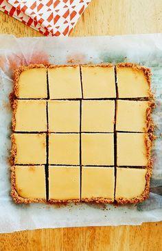 Easy Creamy Lemon Squares with Graham Cracker Crust Lemon Dessert Recipes, Lemon Recipes, Sweet Recipes, Baking Recipes, Tart Recipes, Yummy Easy Snacks, Yummy Food, Just Desserts, Delicious Desserts