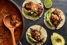 Slow Cooker Shredded Beef Tacos Slow Cooker Shredded Beef, Shredded Beef Tacos, Ground Beef Tacos, Slow Cooker Carnitas, Slow Cooker Bbq, Slow Cooker Recipes, Cooking Recipes, Sweet Taco, Baked Avocado