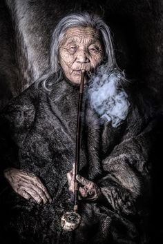 ethnic ₪ portrait dukha old woman siberia by alexander khimsuhin (bored panda) We Are The World, People Of The World, Interesting Faces, World Cultures, Belle Photo, Beauty Skin, Raw Beauty, Portrait Photography, Landscape Photography