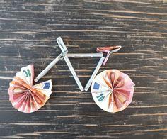 Geldgeschenke Fahrrad basteln Anleitung Schritt 1 Geldscheine zum Fahrrad falten