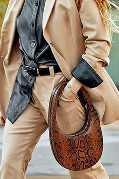 We're calling it the egg-in-a-hole. Spring Handbags, Hobo Handbags, Purses And Handbags, Spring Fashion Trends, Spring Trends, New Bag, Hobo Bag, Street Style, Snake Print