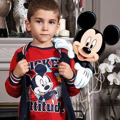 La classe avec Mickey ! Découvrez plus de tenues #Mickey sur www.tous-les-heros.com !  #disney #ootd #winter #hiver #mode #enfant