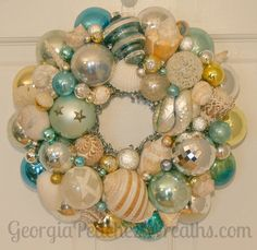 Beach Themed Christmas Wreath Idea - made from vintage ornaments and shells. The colors are so pretty! by mayra Coastal Christmas Decor, Nautical Christmas, Tropical Christmas, Beach Christmas, Vintage Christmas, Christmas Holidays, Christmas Wreaths, Christmas Decorations, Coastal Wreath