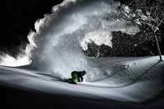 Agatha Mary Clarissa Miller Christie Mallowan dijo una vez 'Aprendí que no se puede dar marcha atrás que la esencia de la vida es ir hacia adelante. En realidad la vida es una calle de sentido único'... vive solo eso. A lanzarse...  Jukebox [Ed Sheeran - Photograph] Fot.: Red Bull #invierno #winter #snowboard #nieve #snow #japon #japan #hakuba #marklandvik