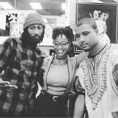 She lovin' da crew: Major shoutout to @soulsocietync for always supporting even from a distance and doing your thing. I see your vision, I respect your hustle, I'm glad to be able to commune, work, and art with these spirits. I'll see you at the top. ❤ #love #crew #soulsociety #blackhistoryyears #poetsofinstagram #artistconnect #welitty #latergram #lastnight #bornking#locnation #locs #babylocs #wefine #fbf