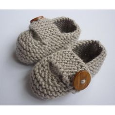 Keelan – Chunky Strap Baby Shoes Modern and practical baby shoes knit in double knit weight yarn that will look great on either a boy or a girl. They are knitted flat, entirely in garter stitch, on two needles and are extremely quick and EASY to make. Baby Knitting Patterns, Baby Booties Knitting Pattern, Knitted Booties, Christmas Knitting Patterns, Arm Knitting, Double Knitting, Baby Patterns, Crochet Patterns, Julie Taylor