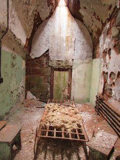Cela de presos na desativada Eastern State Penitentiary, na Filadélfia, Estados Unidos.
