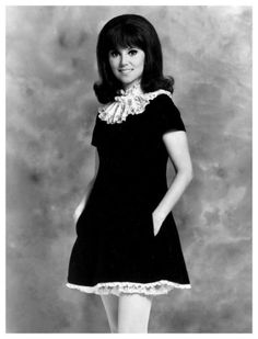 Marlo Thomas - I love her dress, it's so cute! Also that hair...I need to find a tutorial on how to do my hair like that.