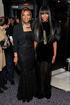 Model Mom and Daughter. Naomi Campbell with her Model Mom, Valerie. Both are gorgeous . Black Celebrities, Celebs, Beautiful Black Women, Beautiful People, Mom Daughter, Mother Daughters, Celebrity Babies, Celebrity Style, Naomi Campbell