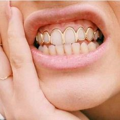 The most trendy and cool Grillz / Teeth Grills / Teeth Jewels out there. Looking for the best Grillz? We've got many pieces ON SALE! Check it out Healthy, white teeth are a very importan Diamond Grillz, Diamond Teeth, Grillz Gold, Gold Teeth, White Teeth, Girls With Grills, Girl Grillz, Grills Teeth, Tooth Gem