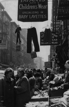 New York 1961 Photo: Sabine Weiss Old Photographs, Old Photos, Vintage Photos, Robert Doisneau, Vivian Maier, Sabine Weiss, Photo New York, Willy Ronis, Vintage New York