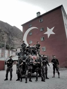Turkish Soldiers, Turkish Army, Military Special Forces, Military Men, Pakistan Armed Forces, Army Wallpaper, Armored Vehicles, Syria, Ulsan