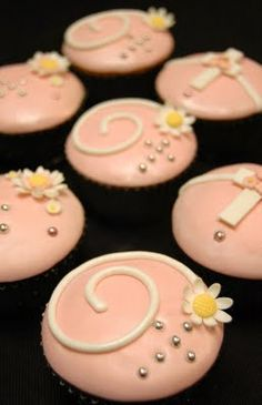 FIRST COMMUNION CUPCAKES - cute for christening/communion