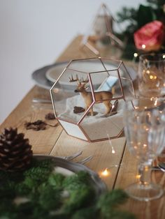Top your Christmas table with a geometric centerpiece and make it sparkle! Use it as a fairy garden planter to catch up todays trends or decorate it with sand, figurines, pines cones and bottle brush trees to create a warm and classic ambiance at your holiday dinner table. To create the appearance of effortless elegance, dont forget to pair this beauty with twinkling candlelight, sparkling crystals and starched linen napkins! Following the holidays, you can use this piece as a terrarium…