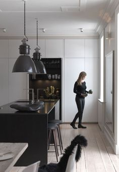Scandinavian elegance in dark colors