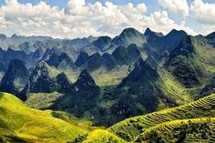 Breathtaking photo of Nature in Ha Giang, Vietnam Đồng Văn Karst Plateau – This is a large karst plateau, spreads more than four districts of Ha Giang: Quản Bạ, Yên Minh, Đồng Văn and Mèo Vạc. In October, 2010, Đồng Văn was received award as the Karst Plateau GeoPark in Vietnam.