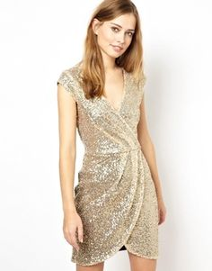 Something about New Years coming up just makes me want to pin anything with sparkles or sequins..