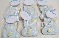 Bonitas y dulces galletas decorada de osito bebé con biberón, en color azul , para bautizo de niño!! Galletas originales y personalizadas para bebés decoradas en fontant y con un packaging bonito!!