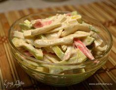 Салат с авокадо и крабовыми палочками с острым спайси соусом. Ингредиенты: авокадо, майонез, горчица