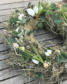 Nu kunde jag faktiskt inte hålla mig längre 🤯 Igår gjorde jag mitt första påskpynt 💛 Det blev en bordskrans med diverse ting 🤗 Blev sådär… Wreaths For Front Door, Door Wreaths, Grapevine Wreath, Grape Vines, Tulips, Farmhouse Decor, December, Inspiration, Spring