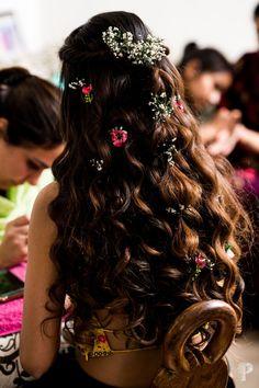 A Lockdown Wedding With The Bride In A Self Designed Lehenga Mehndi Hairstyles, Braided Hairstyles, Wedding Hairstyles, Cool Hairstyles, Hairstyles Haircuts, Bridal Hair Buns, Ethnic Wedding, Indian Wedding Planning, Self Design