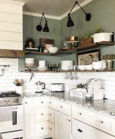 Indian Home Interior Green Kitchen, Kitchen Redo, New Kitchen, Kitchen Remodel, Kitchen Design, Boho Kitchen, Mexican Style Kitchens, Craftsman Home Interiors, Creation Deco