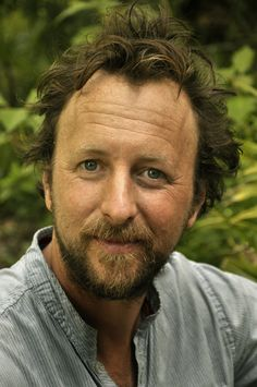 Danny Wattin (f. 1973) er svensk forfatter og journalist, der står bag en lang række bøger og filmmanuskripter. Hr. Isakowitz' skat er hans første roman på dansk.