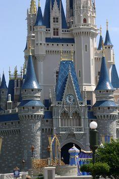 Tony Perez, Disney World Resorts, Barcelona Cathedral, Eyes, Building, Travel, Viajes, Buildings, Destinations