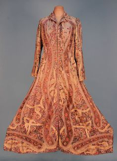 LADY'S INDIAN EMBROIDERED DRESSING GOWN, EARLY 20th C. Natural cotton elaborately embroidered in silk floss with deep botehs and flowers