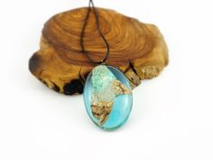 https://www.etsy.com/es/listing/460496300/liquenes-resina-y-madera-madera-y-resina?ref=shop_home_active_15 liquenes, resina y madera, madera y resina, madera, resina, collar, colgante, hecho a mano, artesano, olivo, resin jewelry, resin necklace