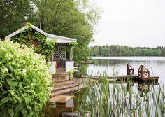 Näkymä tyynelle järvelle ja satavuotiaat hirret – 10 unelmien mökkisaunaa   Meillä kotona