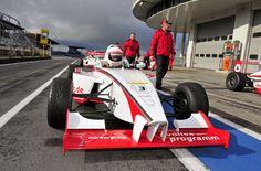 Formel-Racing am Nürburgring ist ein Erlebnisgeschenk für Menschen mit Benzin im Blut. Anschnallen und los geht's. Rennfeeling und Fliehkräfte selbst erleben.